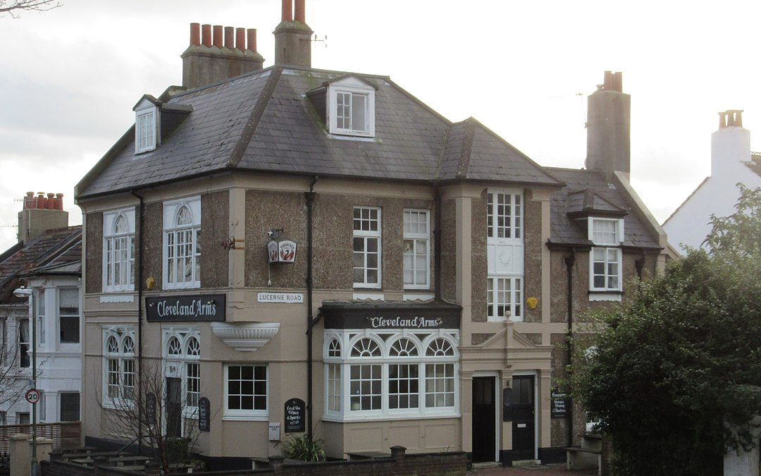 Sash windows in Brighton: from window types to repair services